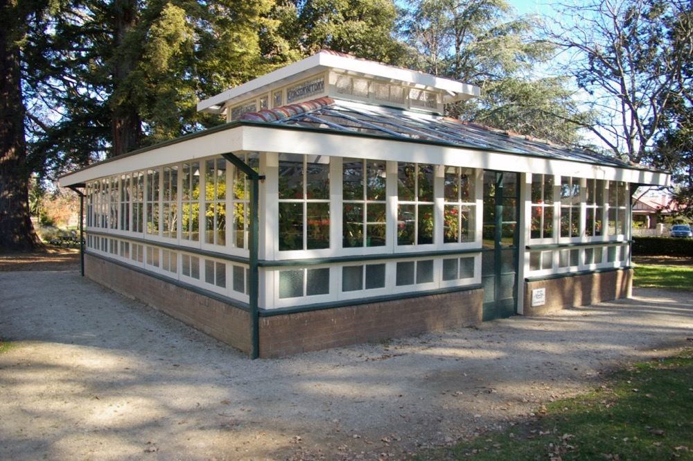 glass house outdoor exterior painting bathurst nsw