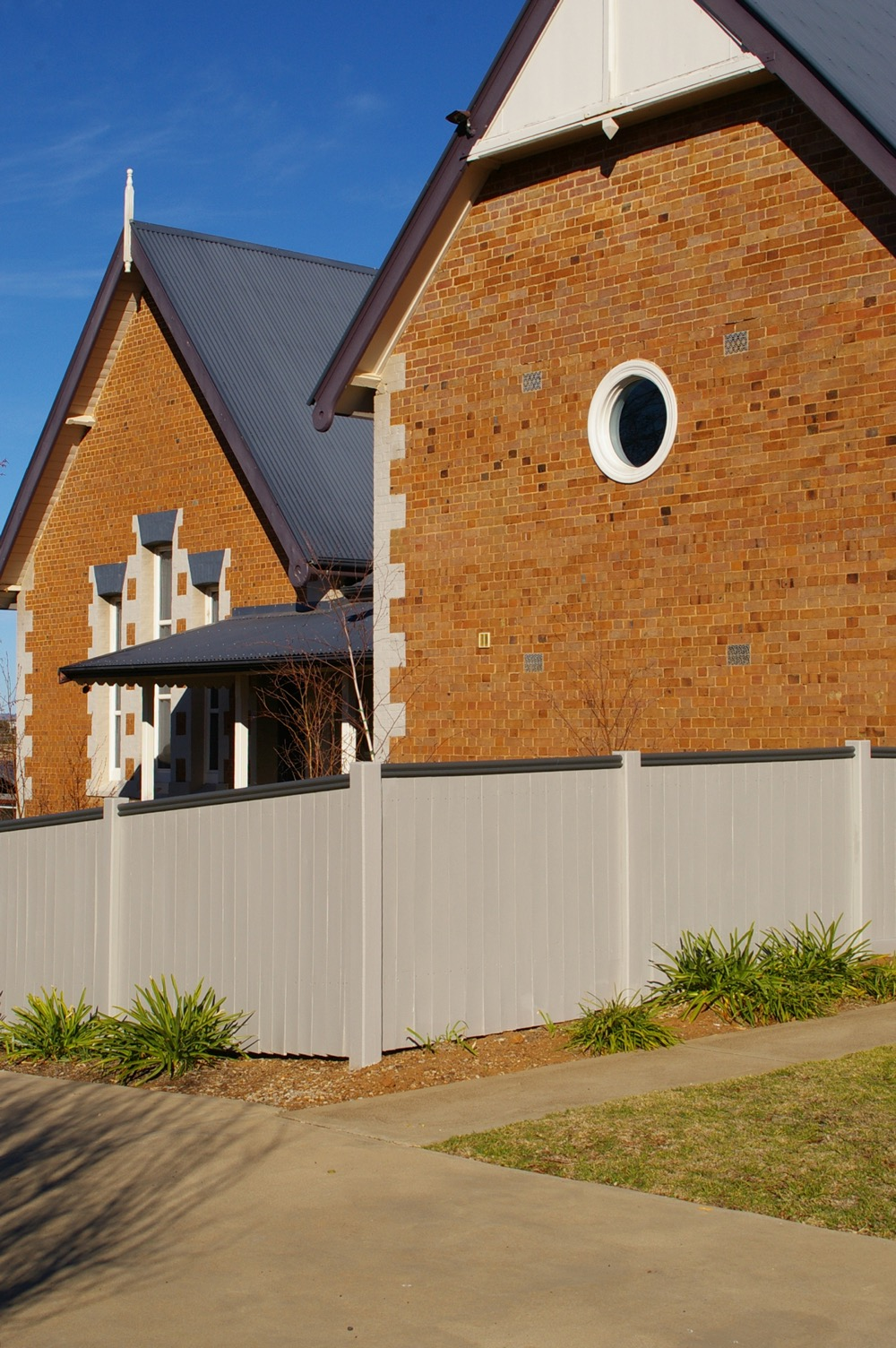 roof and fence painting in forbes nsw