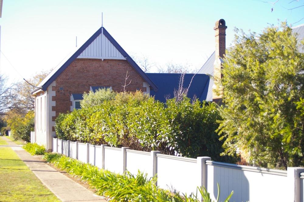blue painting trim on brick house in orange nsw